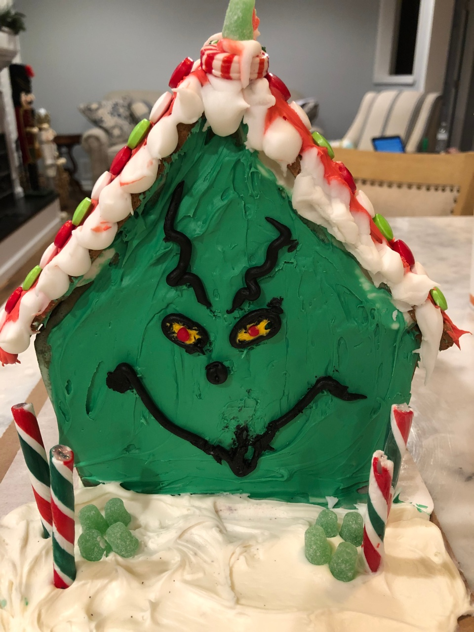 AI-GingerbreadHouse3